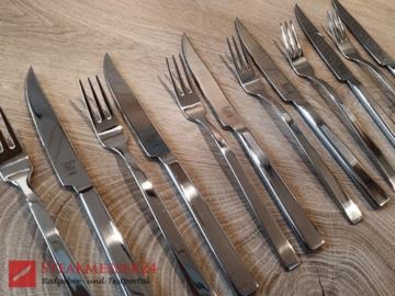Zwilling Steakbesteck Messer neben Gabel